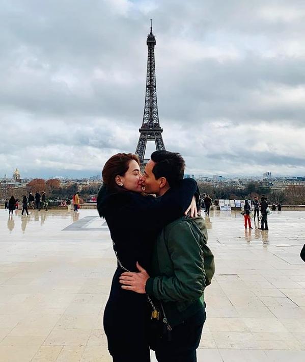 Hồ Ngọc Hà - Kim Lý cứ hôn nhau là gây bão