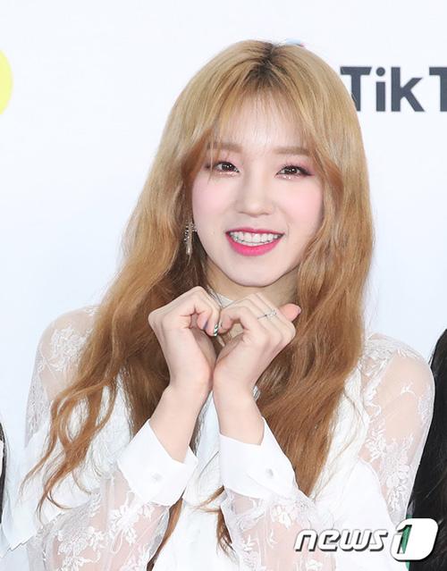 Yuqi đẹp rạng rõ với mái tóc vàng. Nhóm nhạc nhà Cube dự định comeback vào tháng 1/2019.