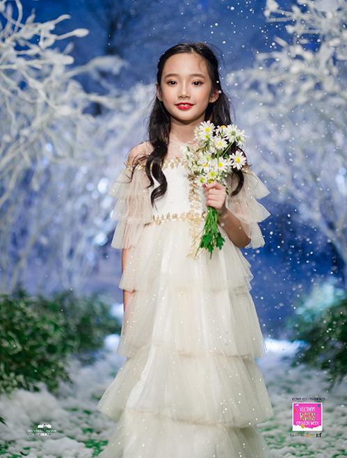 Mẫu nhí Trương Bảo Anh xinh đẹp trong chiếc váy thần tiên.