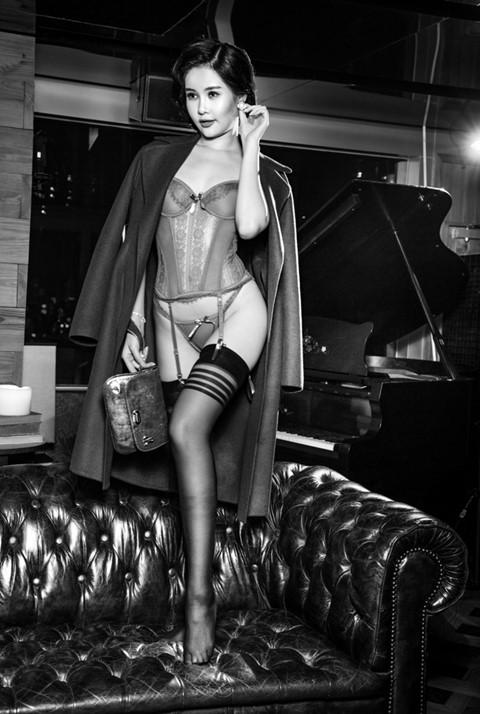 Lê Âu Ngân Anh từng bỏ tiền túi, học khóa đào tạo hoa hậu, chờ ngày đi thi quốc tế.
