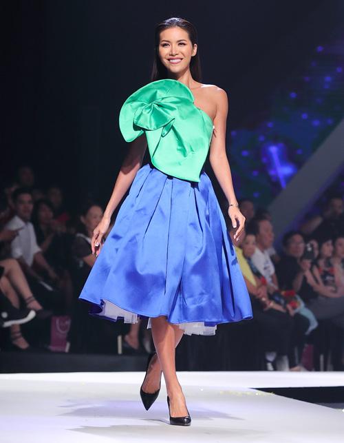 Từ hình ảnh của một siêu mẫu sắc lạnh, Minh Tú chuyển sang thành beauty queen duyên dáng. Trong hơn 1 năm qua, thành tích đáng kể nhất của cô là lọt vào Top 10 Miss Supranational 2018, giành giải Miss Supranational Asia.