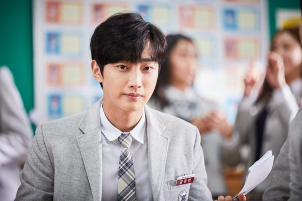 Dong Hyun vốn là một cậu học sinh ngây ngô.