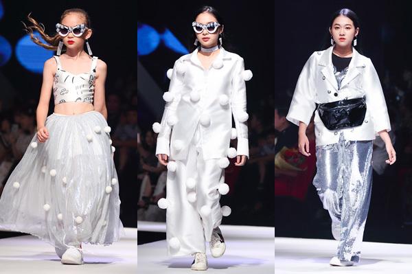 NTK Hà Nhật Tiến mang đến Asian Kids Fashion Show BST Rich Kids. Các mẫu thiết kế đưa người xem trở về tuổi thơ, gợi nhắc những giá trị tinh thần giản dị mà vô giá. Ở đó, từng lời ru tiếng hát, từng ước mơ non nớt thời trẻ đều trở thành nguồn cảm hứng để Hà Nhật Tiến hoàn thiện BST. Các mẫu nhí tạo sự cuốn hút cho màn trình diễn bằng biểu cảm và bước đi hồn nhiên, đáng yêu.