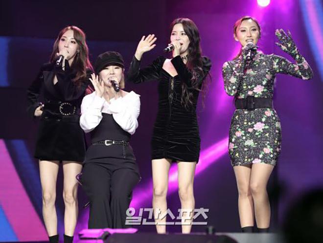 <p> 4 cô gái Mamamoo hâm nóng chương trình và khiến không khí trở nên cực kỳ sôi động. Nhóm mang tới cho khán giả 3 ca khúc là <em>Wind Flower, Egotistic</em> và <em>Starry Night</em>.</p>