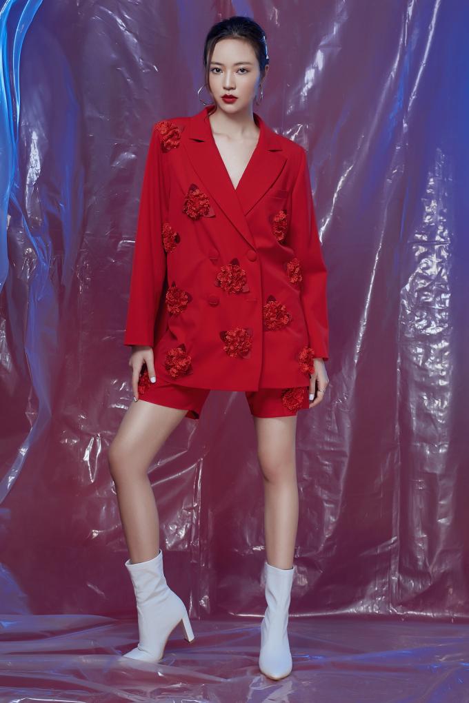 """<p> Đây là những mẫu thiết kế được tuyển chọn từ show diễn """"Tôi đi giữa hoàng hôn"""" diễn ra hồi đầu tháng 12 của NTK.</p>"""