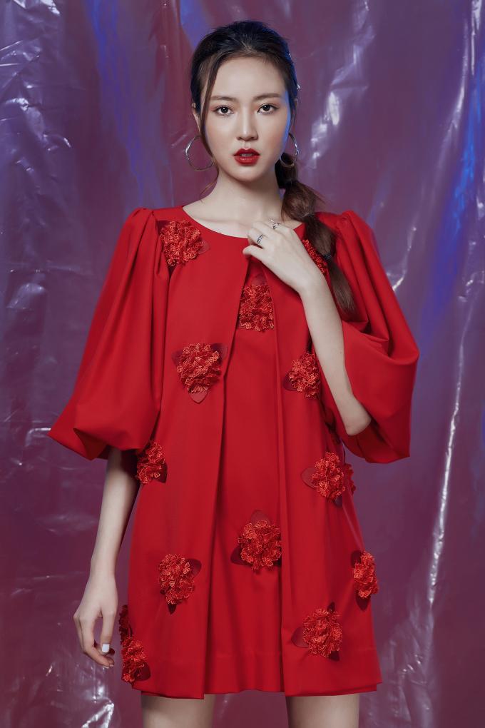 """<p> Mới đây, nàng mẫu 9x được NTK Hằng Nguyễn chọn làm """"nàng thơ"""" của BST mới lấy cảm hứng từ những đóa hoa mùa xuân.</p>"""