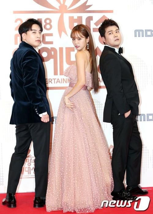 Seung Ri (ngoài cùng bên trái) hoạt động sôi nổi trong lĩnh vực show truyền hình.
