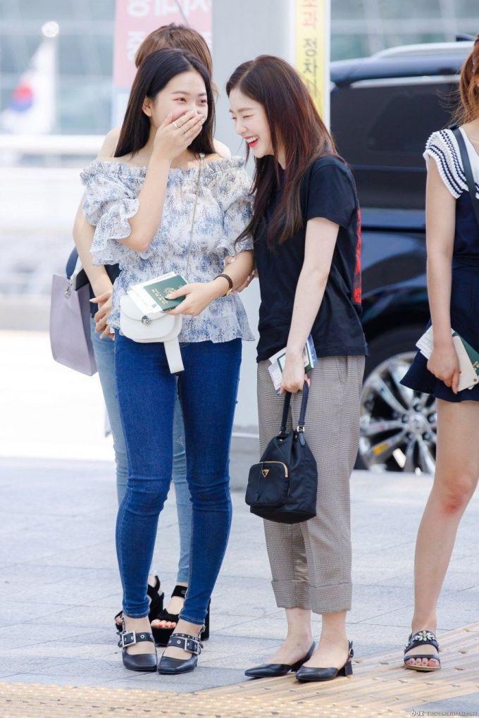 """<p> Còn đây là diện mạo """"quê mùa"""" khiến Irene bị netizen nhận xét là trông như… các mẹ thập niên 80.</p>"""