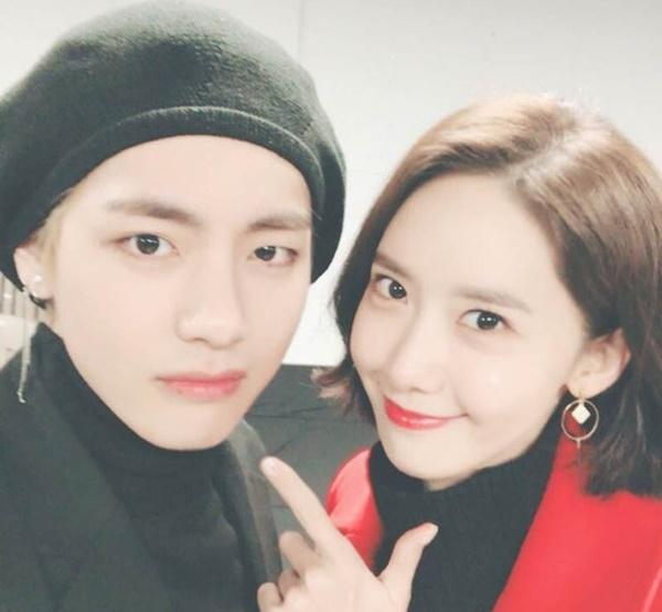 Bỏ qua cặp thứ ba đã bị Dispatch khui, đến cặp thứ tư là... V (BTS) và Yoon Ah (SNSD). Đây là một couple tin đồn được cho là khá... nhảm nhí. Yoon Ah và V là chị em thân thiết nhiều năm nay. V từng cám ơn Yoon Ah (cùng Park  Seo Joon, Ha Ji Won, Park Bo Gum) khi đến xem concert BTS với dòng chú thích: Những người anh người chị đã luôn tự hào về tôi. Mới đây nhất tại MBC Gayo Daejejun, hai chị em cũng đã vỗ vai, chào hỏi nhau công khai trước khán giả. Các fan cho rằng nếu như đang hẹn hò, họ sẽ hành động kỳ quặc hoặc phải tránh xa cả trăm mét.