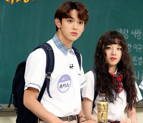 Cặp thứ 7 là Lucas (NCT) và Yuqi ((G)I-DLE). Hai người từng gây sốt vì quá đẹp đôi khi xuất hiện trên Knowing Brothers.
