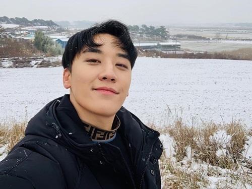 Seung Ri (Big Bang) có bức ảnh tuyệt đẹp giữa trời tuyết.