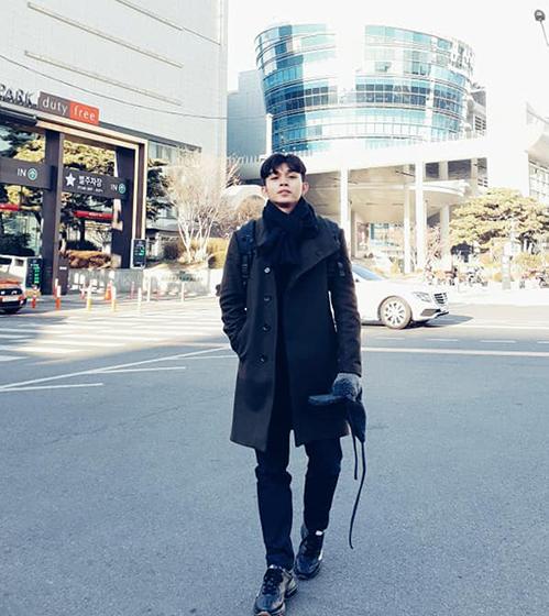 Jun Phạm bảnh bao trên đường phố Hàn Quốc.