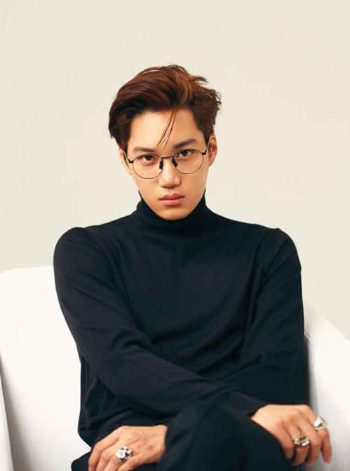 Nét đẹp quyến rũ, cuốn hút của Kai cũng giúp anh thu hút sự chú ý của các thương hiệu thời trang, là gương mặt quen thuộc trên nhiều tạp chí.