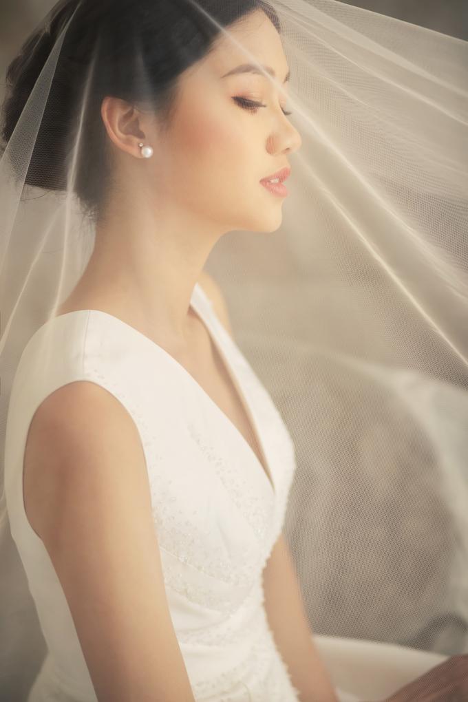"""<p> Á hậu """"từ giã"""" cuộc sống độc thân khi lên xe hoa cách đây một tháng. Chồng cô là một doanh nhân có tiếng ở Hà thành.</p>"""