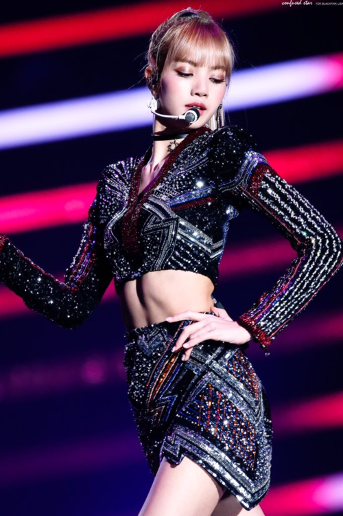 Năm qua, Lisa chỉcập nhật 149 post nhưng đã nhận được hơn 310 triệu lượt like. Cô nàng cũng là một trong số ít những thần tượng Kpop sở hữu những bức ảnh vượt quá 3 triệu like, sánh ngang với các ngôi sao nổi tiếng thế giới.