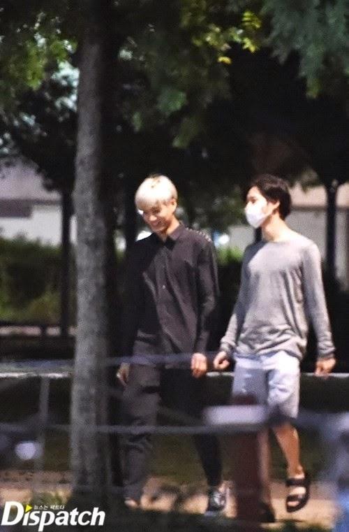 Fan Kpop ai cũng biết về tình bạn lâu năm của Kai và Tae Min (SHINee). Tháng 6/2014, hai người có một cuộc dạo chơi mùa hè ven sông Hàn rất vui vẻ. Tưởng như đó là chuyện rất đỗi bình thường với những anh bạn thân,thế nhưngvới Dispatch, họ cho rằng đây là một dấu hiệu đáng ngờ...Không làm cánh phóng viên thất vọng, Kai và Tae Min đã có những hành động thân thiết, thậm chícòn tựa đầu khoác vai rất gần gũi. Và tất cả cũng... chỉ có vậy,chẳng khác gì một cặp... bạn thân. Kết quả là sau vụ này, Dispatch bị fan Kpop phản đối dữ dội vì cố tình tạo tin đồn thất thiệt cho một tình bạn cùng giớitrong sáng của hai nghệ sĩ SM.