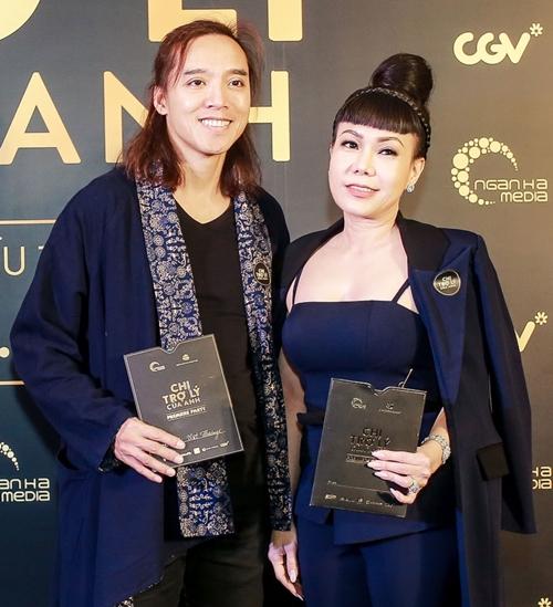 Việt Hương đến chúc mừng người em thân thiết.