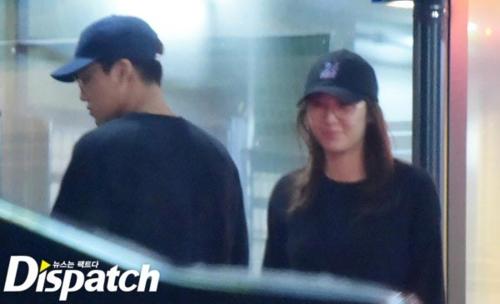Bị ê mặt vì vụ Kai - Tae Min, Dispatch quyết tâm gỡ gạc lại danh dự. Ngày cá tháng Tư năm 2016, tờ báo này tung ra loạt ảnh hẹn hò của thành viên EXO và Krystal (f(X)).