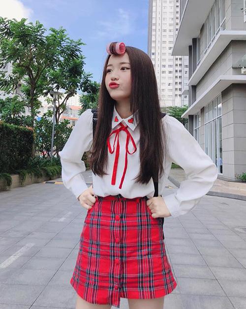 Han Sara đáng yêu chuẩn nữ sinh Hàn trong bộ cánh lấy cảm hứng từ style đến trường.