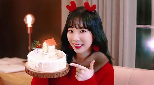 Tae Yeon cũng không kém cạnh khi có hợp đồng quảng cáo với thương hiệu bánh Paris Baguette.