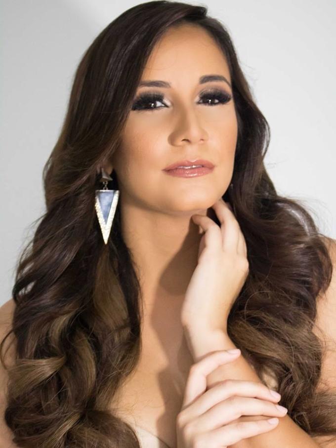 <p> Người đẹp Puerto Rico - Yanelie Santiago - bị chê quá dừ so với tuổi 24.</p>