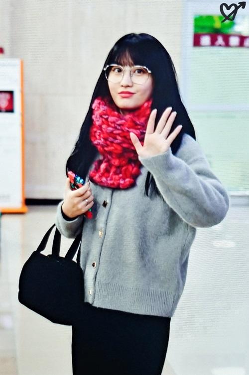 Twice bộ sưu tập áo khoác, Lisa khí chất ngời ngời ở sân bay - 6