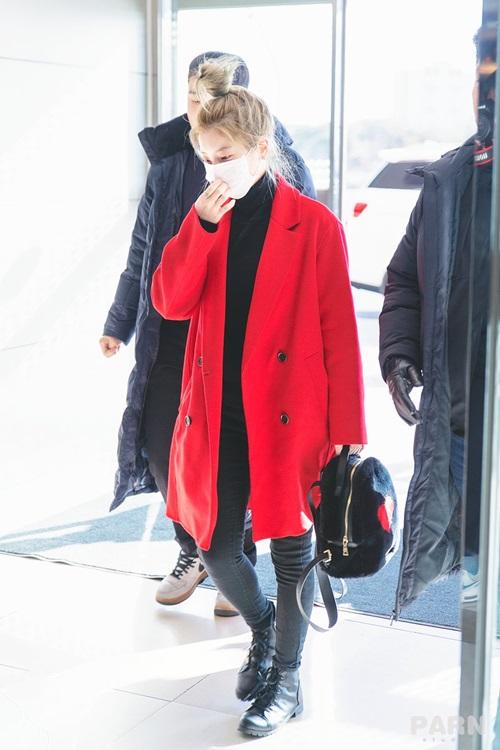 Twice bộ sưu tập áo khoác, Lisa khí chất ngời ngời ở sân bay