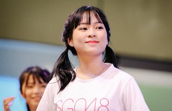 Cô bạn sinh năm 2001 có gương mặt xinh xắn, khả năng hát và vũ đạo khá trong nhóm SGO48.