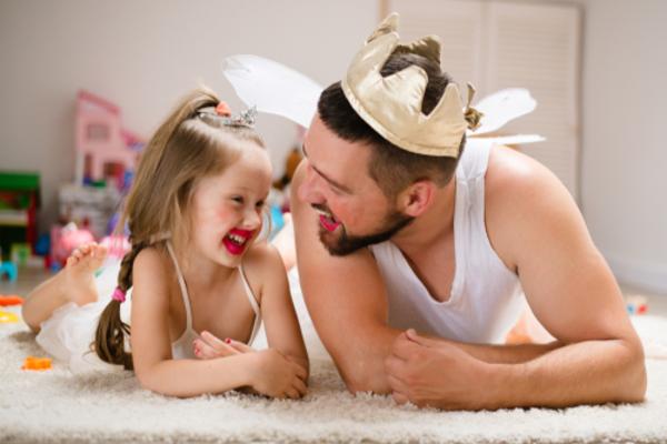 Làm thế nào để con gái cởi mở hơn với bố?