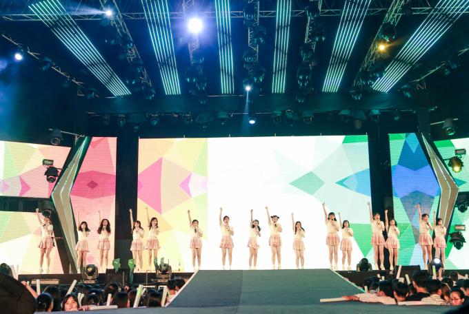 <p> Nhóm nhạc thần tượng SGO48 nhí nhảnh trên một sân khấu khi debut chưa được một tháng.</p>