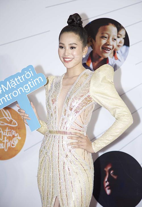 Hoa hậu Tiểu Vy ngày càng tự tin sau khi đăng quang gần nửa năm.