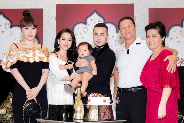 Gia đình Trang Pilla đón sinh nhật