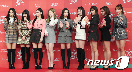 Twice tiếp tục chứng minh độ nổi tiếng khi có mặt ở cả hai đêm trao giải GDA.
