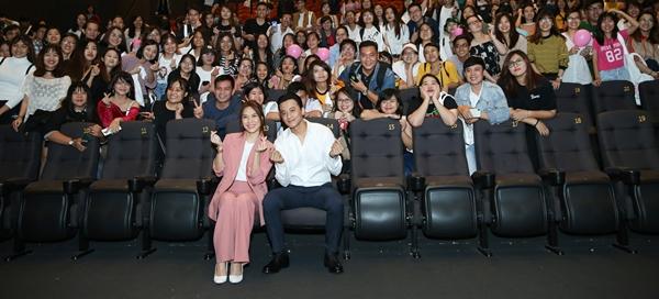 Cặp đôi màn ảnh quyết định đột kích bất ngờ tại các rạp chiếu khiến khán giả bất ngờ. Mỹ Tâm khiến khán giả hú hét khi xuất hiện. Cô gửi lời cảm ơn khán giả vì nhận được sự đón nhận.