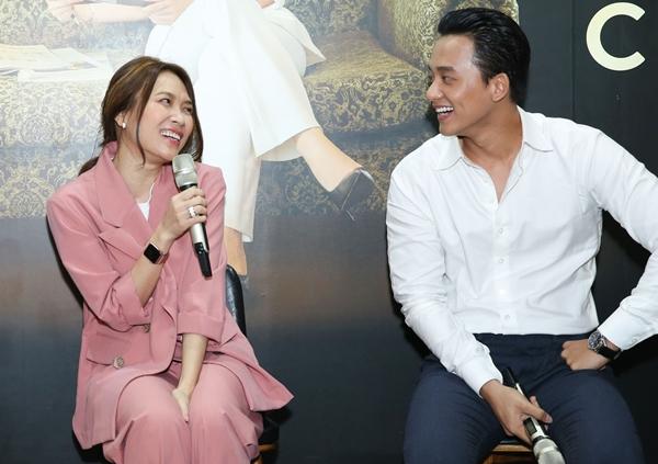 Nữ ca sĩ cùng Mai Tài Phến có những câu đùa bâng quơ khiến fan thích thú.