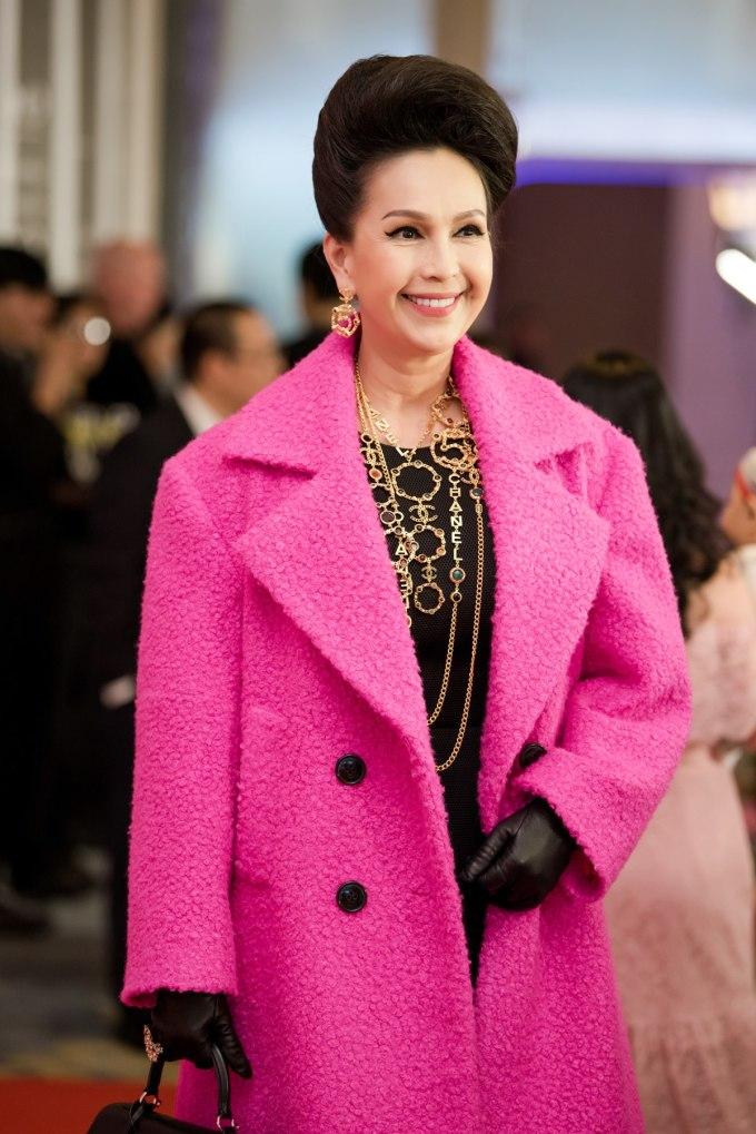 <p> Diễm My diện áo khoác chất liệu vải tweed của NTK Đỗ Mạnh Cường cùng phụ kiện đi kèm của Chanel.</p>