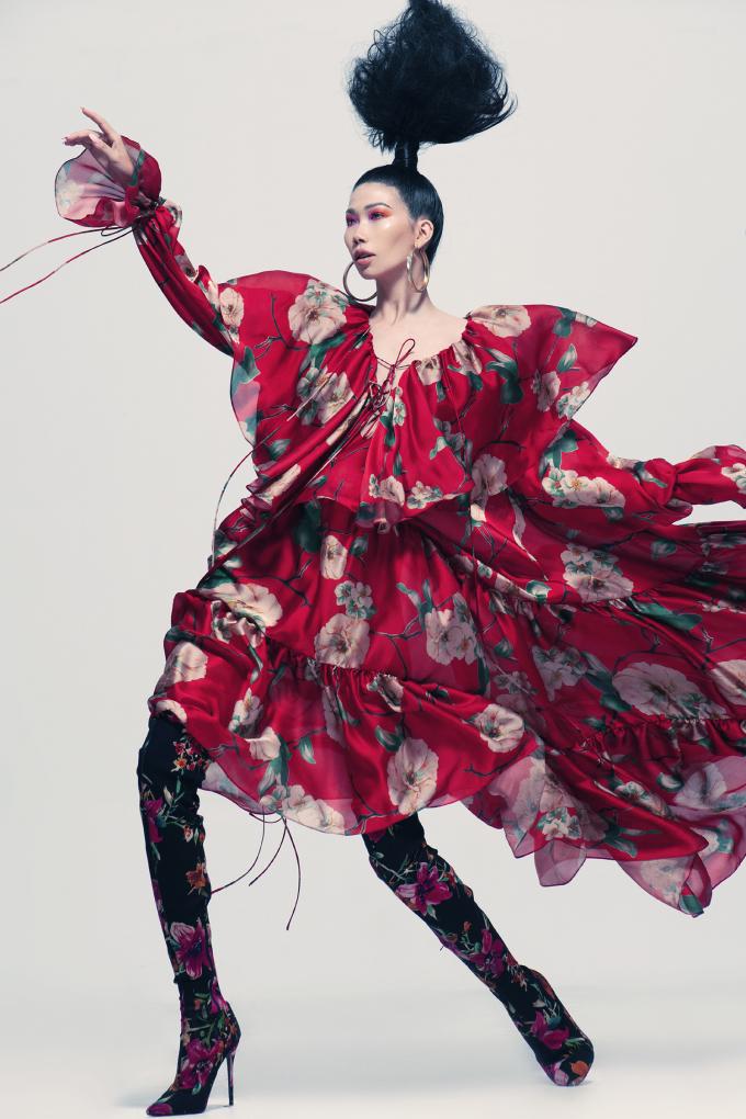 <p> Bộ sưu tập Mix&Match của Đỗ Mạnh Cường được giới thiệu hồi cuối tháng 12 vừa qua khiến giới mộ điệu thích thú với các thiết kế đa họa tiết và màu sắc mang phong cách tự do, phóng khoáng.</p>
