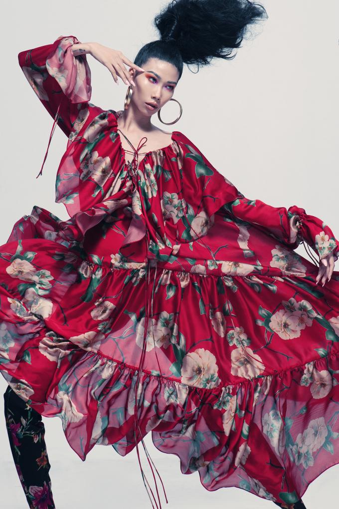 <p> Trong loạt ảnh mới, người mẫu Kim Phương truyền tải thành công tinh thần ngẫu hứng, phá cách của các thiết kế với những cách phối đồ độc đáo.</p>