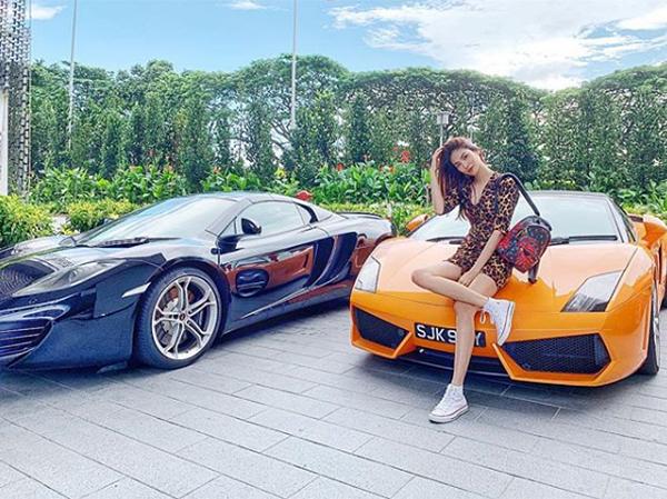 Ngoài không gian sống nguy nga, Lan Khuê còn thường xuyên khoe những chiếc siêu xe của ông xã cho thấy cuộc sống sang chảnh như bà hoàng sau khi kết hôn.