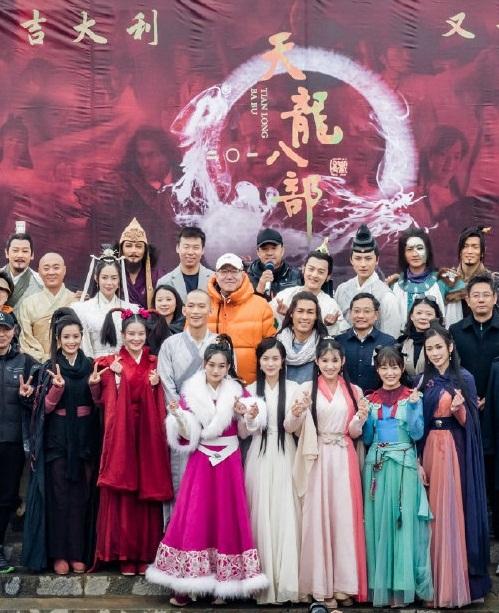 Dàn diễn viên của Thiên long bát bộ 2019 trên trường quay.