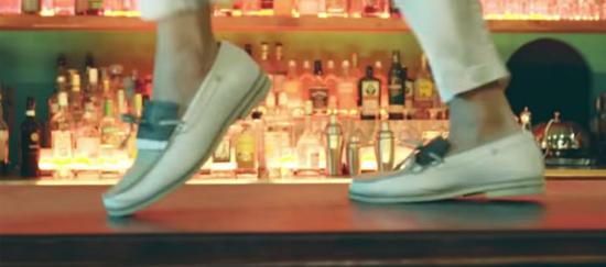 Fan ruột đoán MV của BTS chỉ qua đôi giày - 9