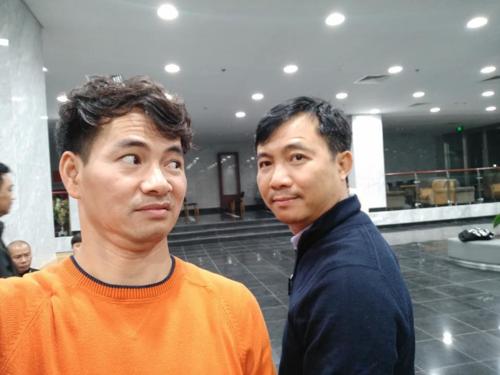 Xuân Bắc biểu cảm cực nhắng bên đạo diễn Đỗ Thanh Hải.