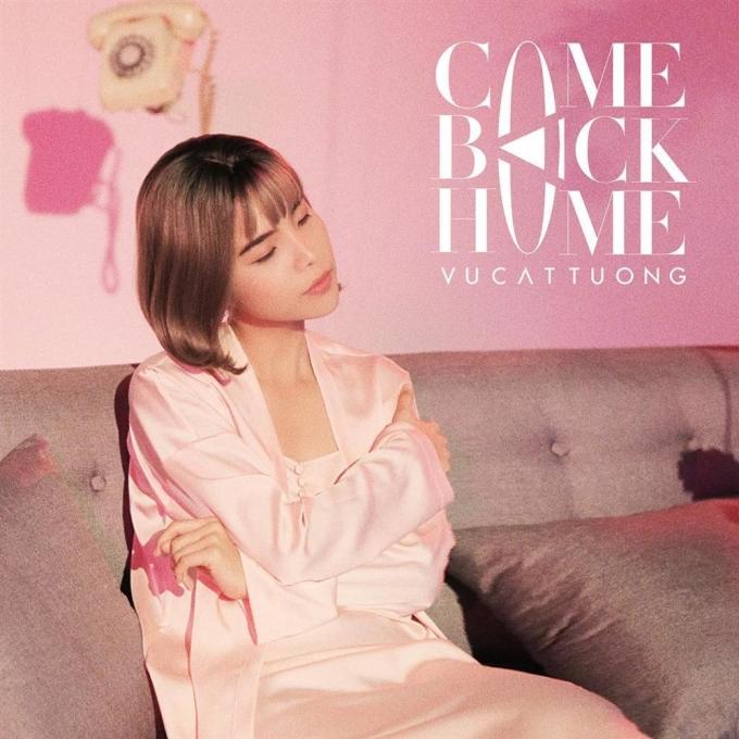 <p> Trong MV <em>Come back home</em>, Vũ Cát Tường thậm chí còn trang điểm kỹ càng layout hồng baby và diện váy ngủ.</p>
