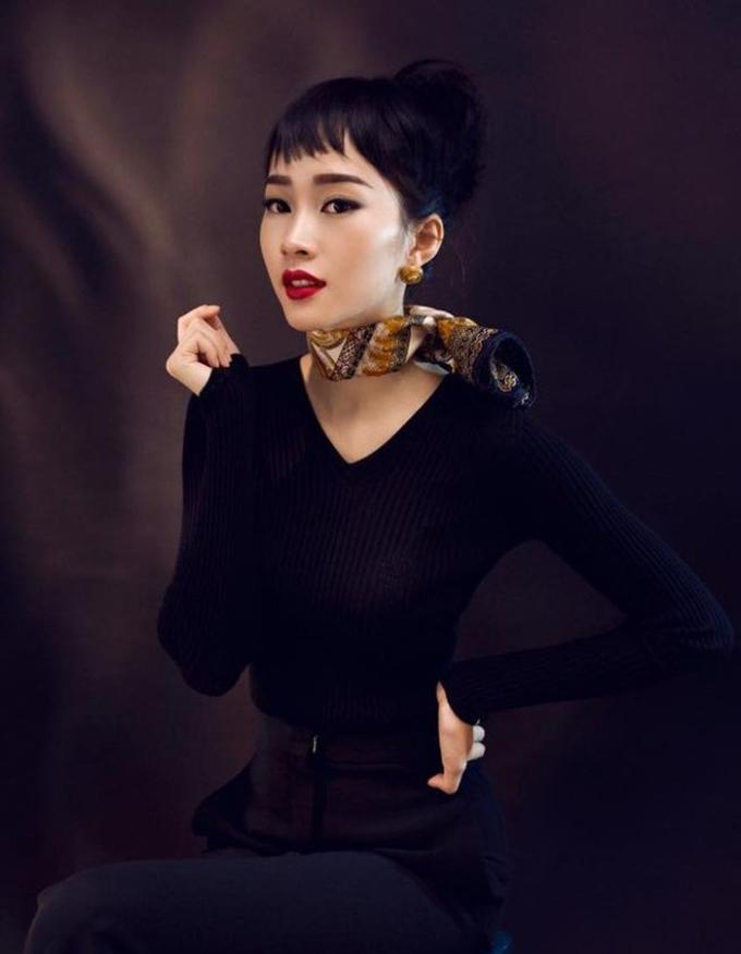 <p> Đặng Thu Thảo toát lên thần thái sang trọng và gợi cảm khi makeup đậm tương tựminh tinh Audrey Hepburn.</p>
