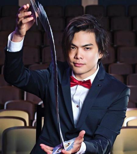 Shin Lim được gọi là Phù thủ của những lá bài.