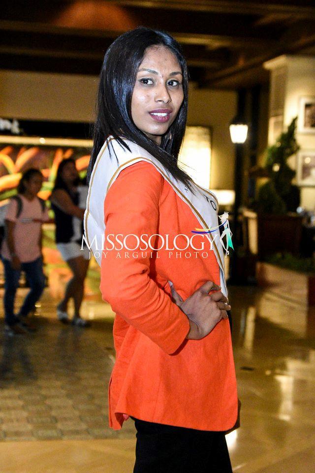 <p> Đại diện Maldivian chỉ cao 1,65m. Cô để lộ khuôn mặt nhiều mụn, nhợt nhạt, khác xa so với ảnh gửi đến ban tổ chức cuộc thi.</p>