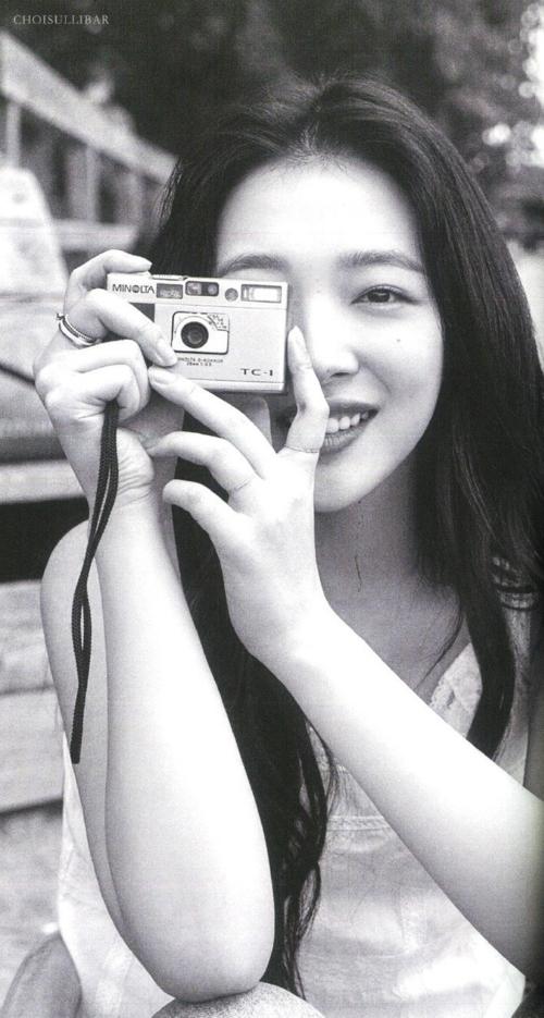 Cô nàng ghi lại những khoảnh khắc tận hưởng cuộc sống tươi vui, hạnh phúc.