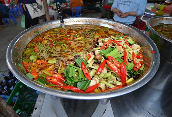 8 điểm bán đồ ăn dân dã hút giới trẻ Đà Nẵng kéo nhau thưởng thức - 1