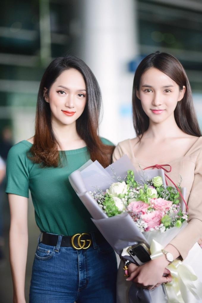 <p> Sự xuất hiện của hai mỹ nhân chuyển giới thu hút sự chú ý không nhỏ ở sân bay.Yoshi Rinrada cho biết cô rất yêu con người Việt Nam và muốn tham quan các địa danh nổi tiếng ở Sài Gòn nhân chuyến đi này.</p>