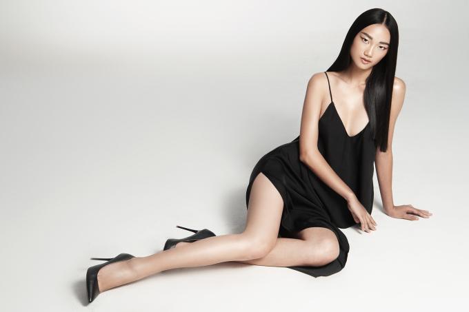 """<p> Trong loạt ảnh """"chào sân"""", Quỳnh Anh cho thấy sự biến hoá đa dạng với nhiều phong cách ăn mặc, làm đẹp khác nhau.</p>"""